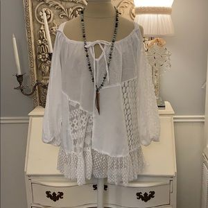 White mixed lace cold shoulder top